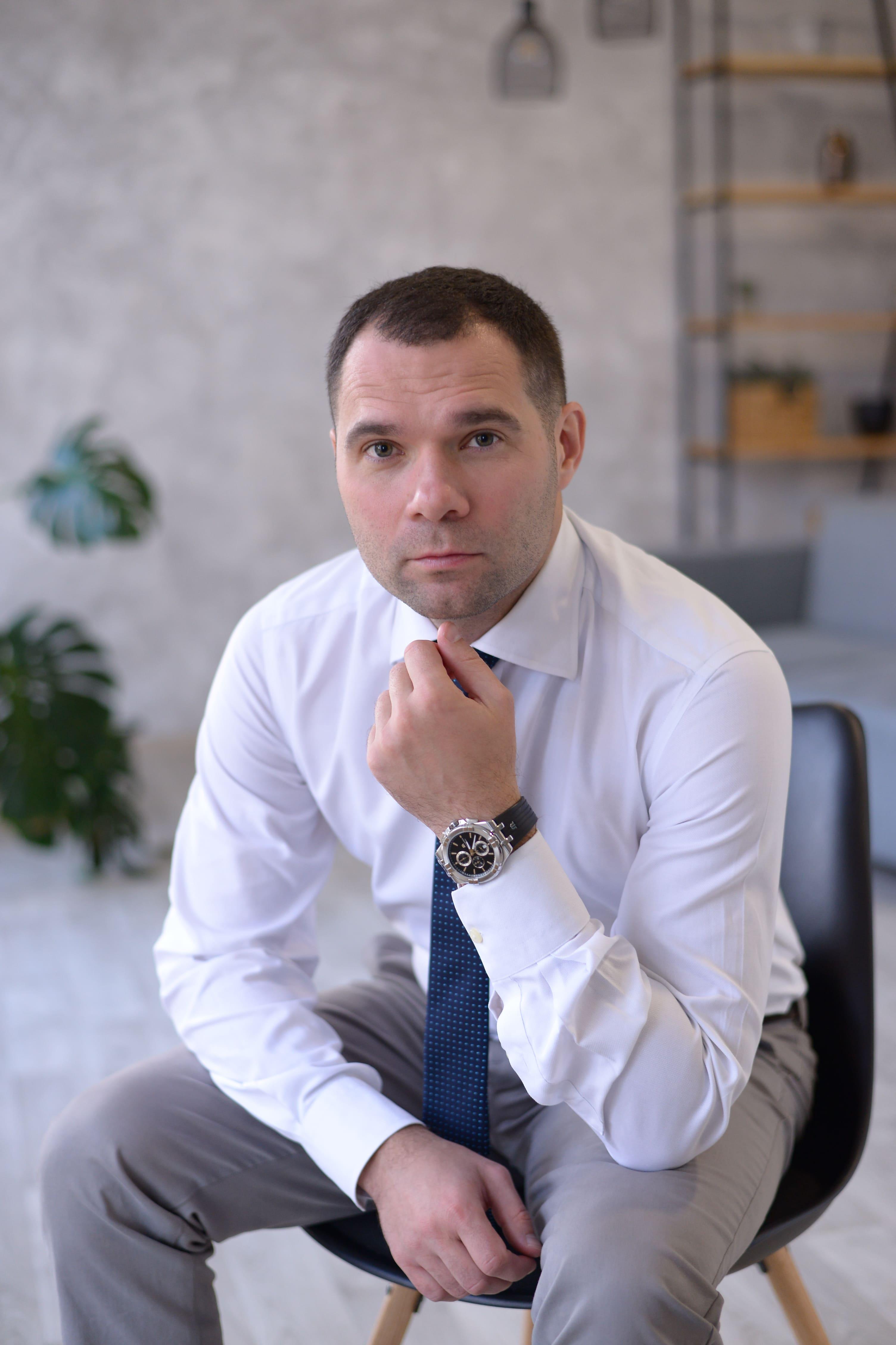 Усенко Антон Володимирович, адвокат, юрист у Запоріжжі по міграційним питанням, автоадвокат у Запоріжжі, юридичні послуги та консультації